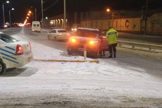 Policiales Tierra del Fuego, conductora despistada en rotonda Cronicas Fueguinas