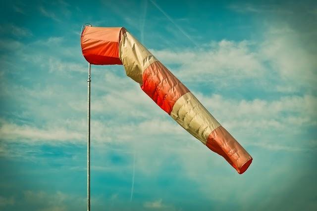ЖЪЛТ КОД: Очаква се вятър с пориви до 90 км/ч в 19 области