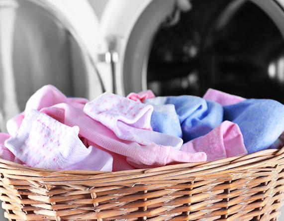 Tak Perlu Pewangi dan Pelembut Pakaian, Cukup Cuci Baju Bayi dengan Deterjen Khusus