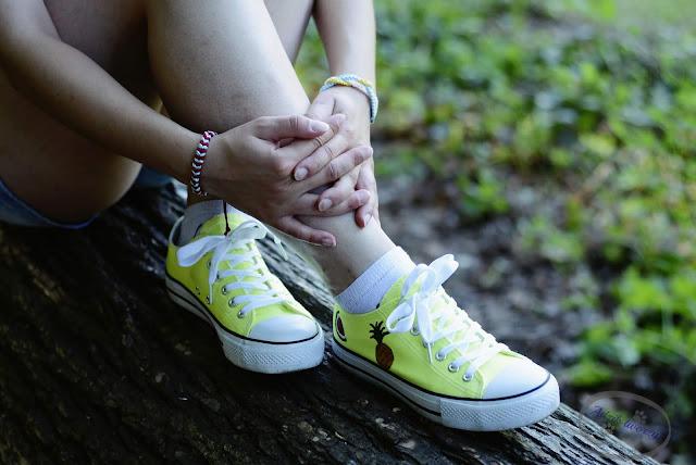 Adzik tworzy - malowanie butów farbami akrylowymi
