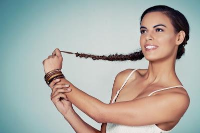 نمو الشعر: 7 علاجات منزلية طبيعية لنمو الشعر,العناية بالشعر