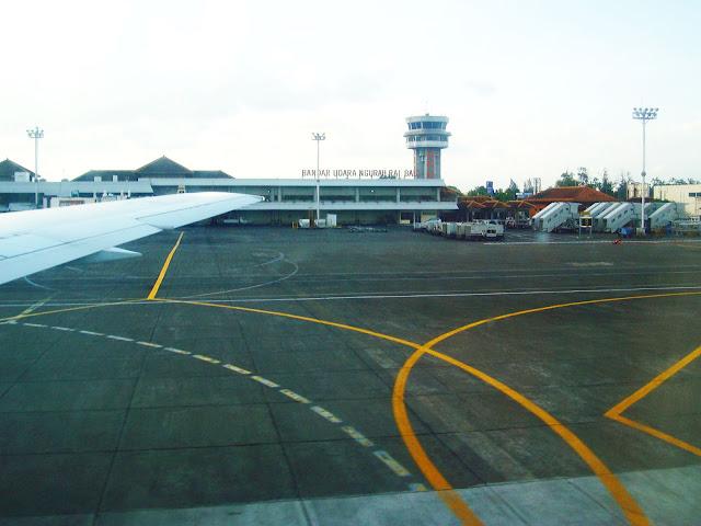 Изображение здания аэропорта Нгурах-Рай на острове Бали, Индонезия