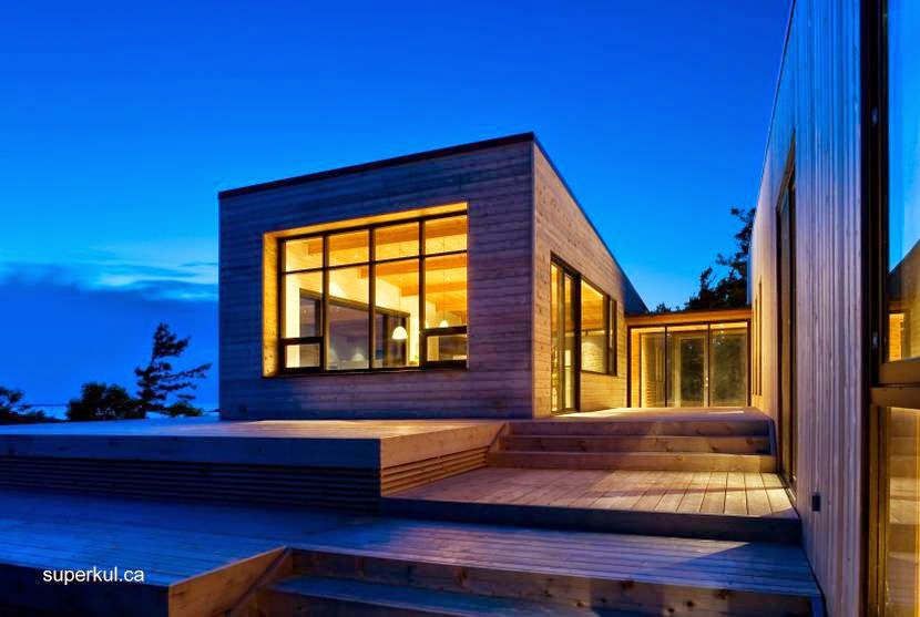 Cabaña Moderna De Madera Con Techo Metálico En Ontario