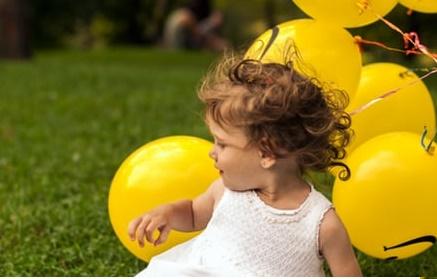 صور اطفال والبلونة