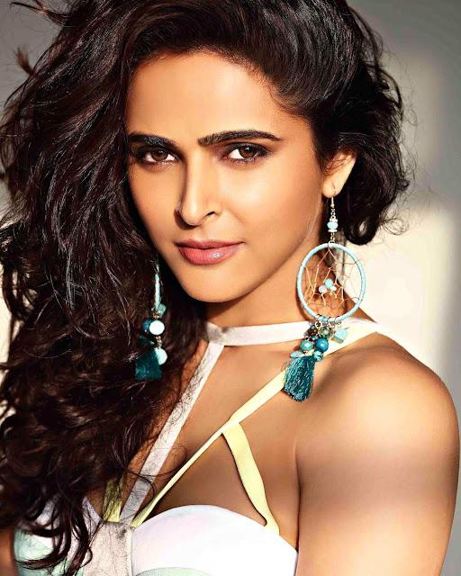 Madhurima Tuli - Ullu Web Series Actress Model