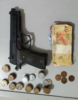 Arma de brinquedo é usada em assalto a farmácia no centro de Picuí