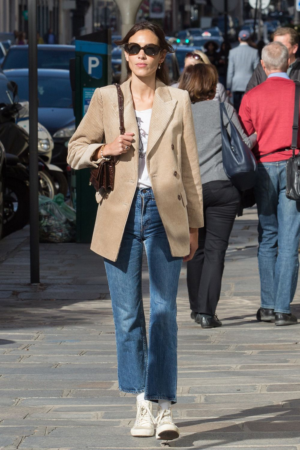 Alexa Chung Casual-Cool Style Inspiration: Round Sunglasses, Beige Blazer, White T-Shirt, Cropped Straight-Leg Jeans, and White Converse Hi-Top Sneakers