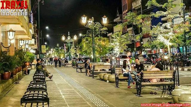 Malioboro Yogyakarta Shopping and History Tourism