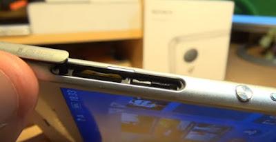 Di artikel kali ini saya akan coba menguraikan langkah Cara mudah memasang Sim Card di HP Sony experia seri Z (Z2, Z3, Z Ultra dll)