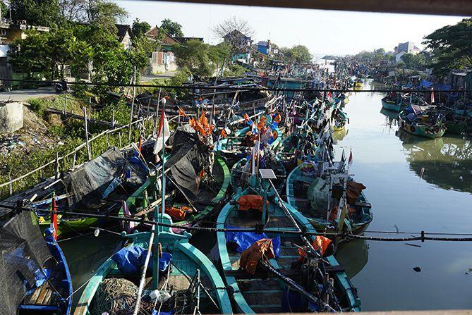 Kapal-kapal di sekitaran Dermaga Rembang