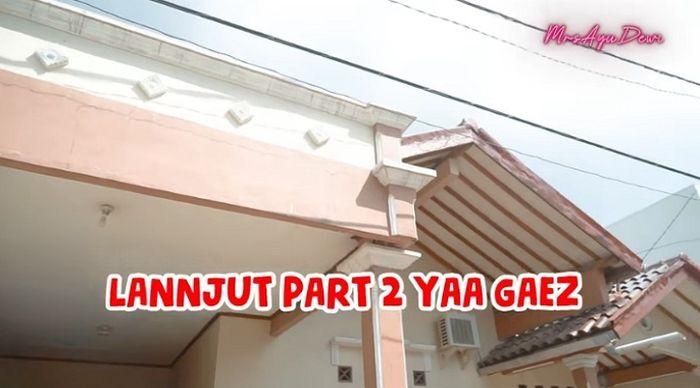 Rumah masa kecil Ayu Dewi yang kini sudah berubah jadi rumah gedongan. YouTube MrsAyuDewi