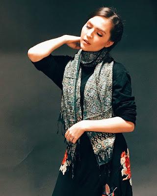 Artis FTV Cantik Olivia Jensen artis cantik pakai Shall Batik