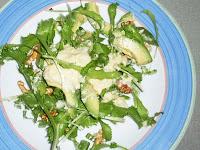 ensalada verde con salsa de queso