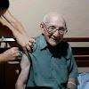 Crato inicia imunização de novo grupo prioritário; Padre de 90 anos foi um dos vacinados