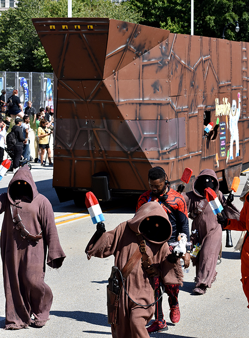 Jawas & Sandcrawler Ice Cream Truck | Dragon Con Parade 2019 | Photo: Travis Swann Taylor