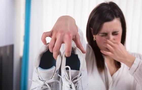 Mencegah dan Menghilangkan Bau Sepatu