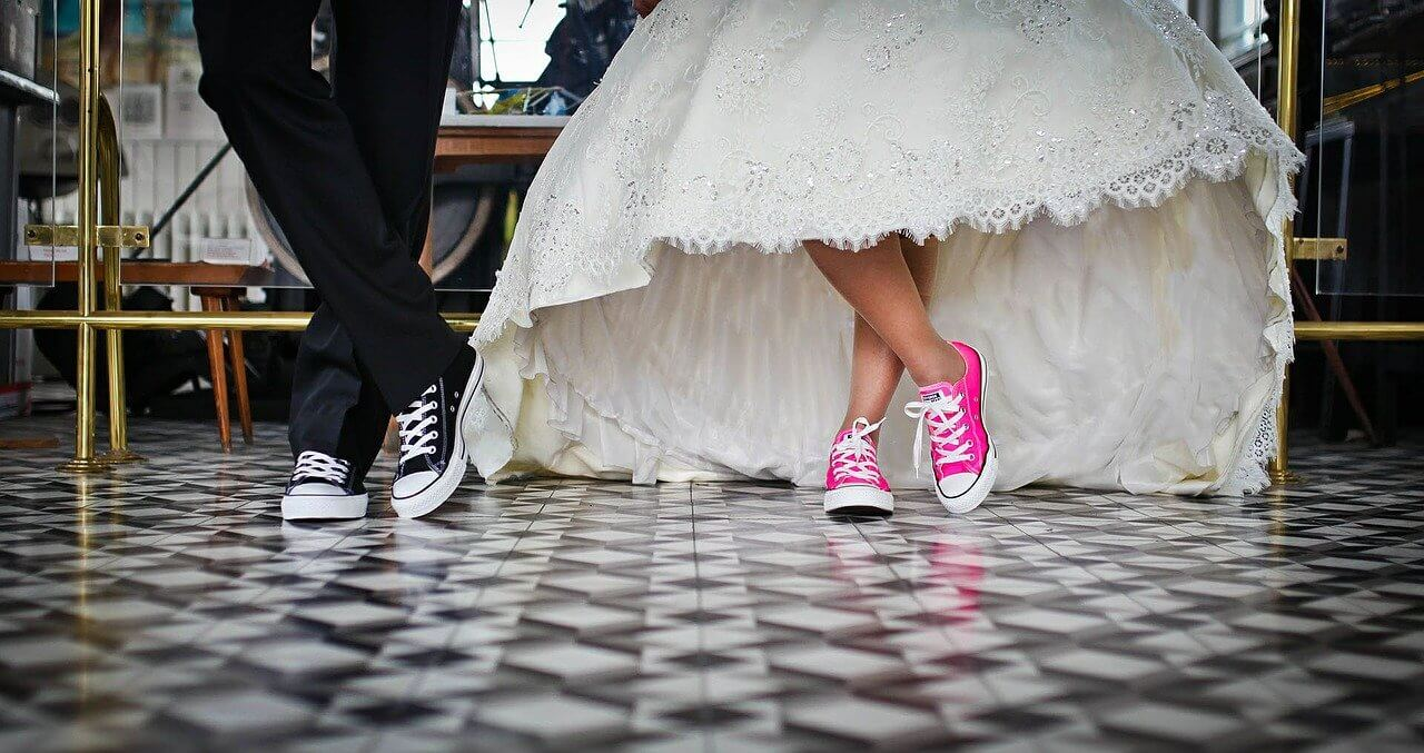 Most Useful Apps Keep Your Wedding Preparation Costs Down