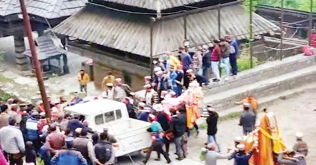 हिमाचली देवताओं के आगे हारा क़ानून: मेले के दौरान कार्रवाई से उग्र हुए देवता, भगाई पुलिस