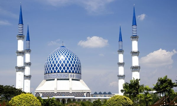 The mosques in Malaysia are beautiful in the eyes of tourists