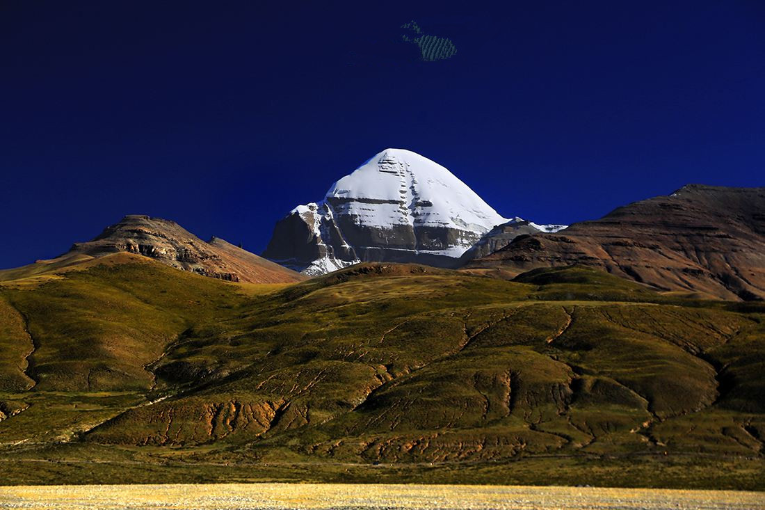 View the breathtaking of Mount Kailash and Mount Everest