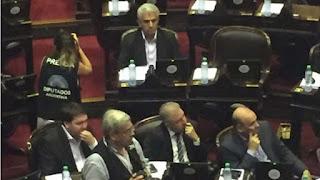 El legislador nacional explicó que no se percató de si fue él quien sumó el diputado faltante para poder debatir la reforma previsional. Aseguró que, igualmente, hubiera votado en contra de la medida.