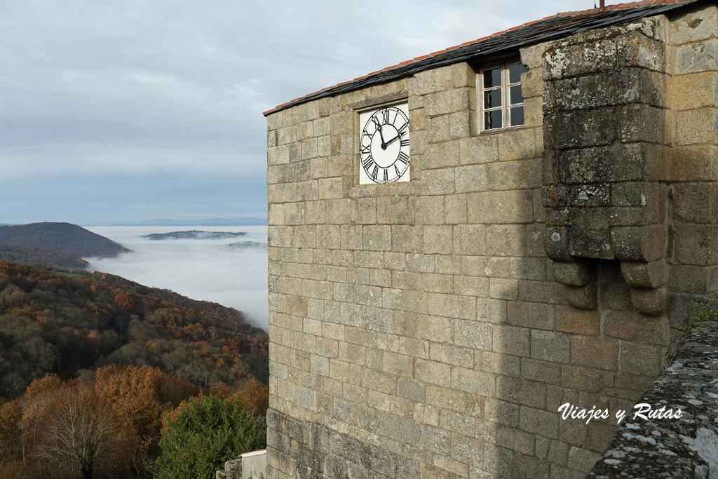Torre del reloj del  Castillo de Castro Caldelas