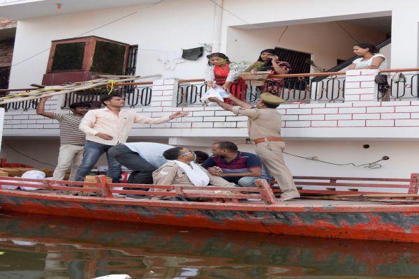 गंगा-जमुना के वेग से पूर्वांचल के दर्जनों जिलो मे तबाही के हालात, कई हजार बेखर - newsonfloor.com
