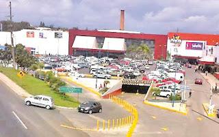 Detienen por robo a mujer en Plaza Animas en Xalapa