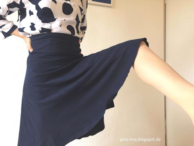 Komplimenterock mit Bein