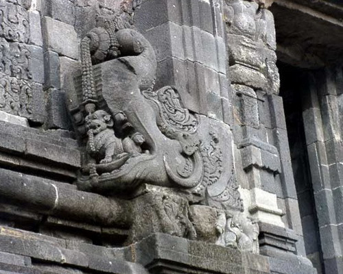 Tinuku.com Sewu temple complex, the largest Buddhist temple after Borobudur only 800 meters north of Prambanan