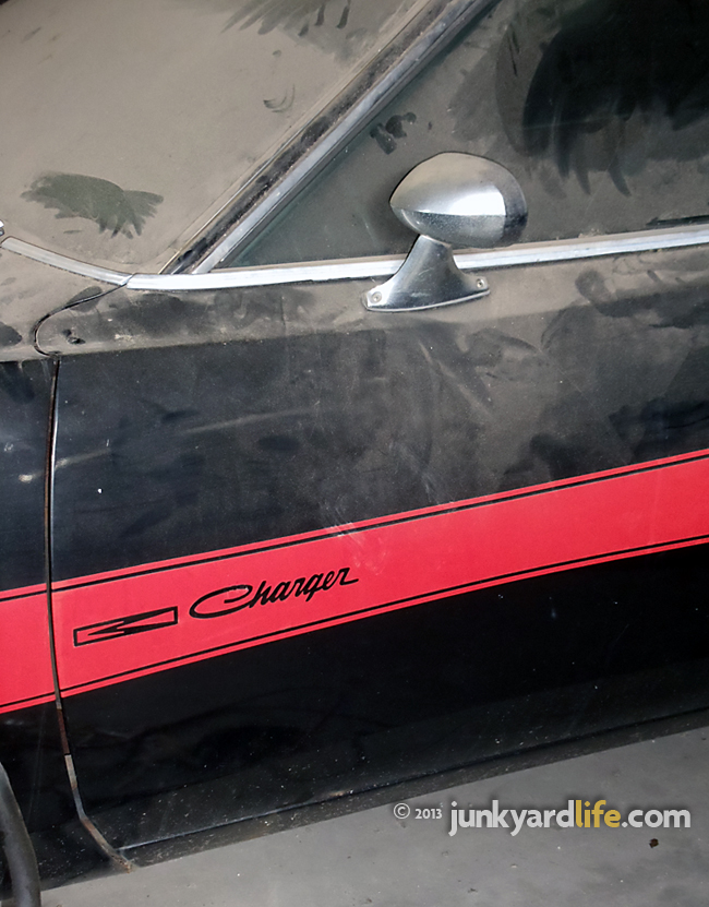 Close-up view of red Rallye stripe on black 1973 Dodge Charger 440 Rallye package on junkyardlife.com