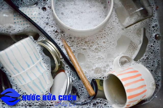 Nước rửa chén nên đổ trực tiếp vào hay pha loãng? Không ít người đã sai trong suốt nhiều năm