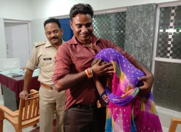 UP पुलिस की पहल से 10 साल बाद अपने बेटे से मिली मां - newsonfloor.com