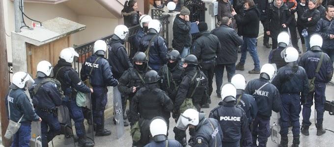 Απόφαση-Σοκ «Λόγω Κορωνοϊού»: Η Αστυνομία Θα Εισβάλλει Σε Σπίτια Χωρίς Εντολή Εισαγγελέα Για Να Ελέγχει Για Συνωστισμό!