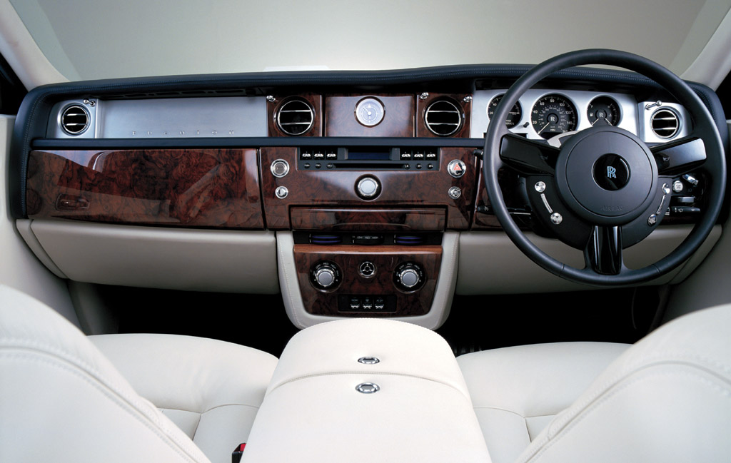 rolls royce phantom car review. Black Bedroom Furniture Sets. Home Design Ideas