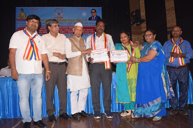 युवा दलित साहित्यकार व शोद्धार्थी आशीष और कामिनी को मिला डॉ आम्बेडकर सेवा सम्मान