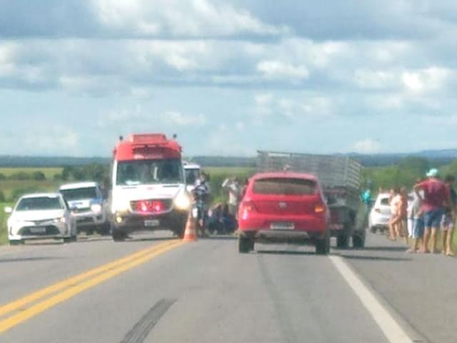 Equipes do SAMU são acionadas para socorrer vítimas de acidente de trânsito na BR-230 em Sousa