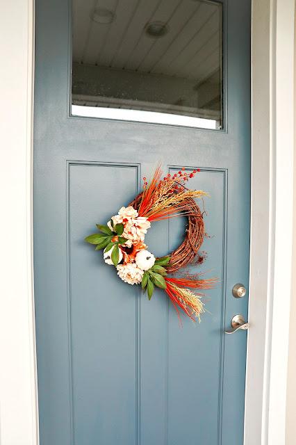 wreath-farmhouse-charming-decor-porch-athomewithjemma