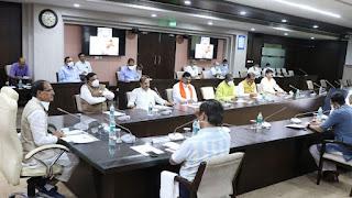मुख्यमंत्री श्री चौहान ने गतिविधियों और कार्यक्रमों के संबंध में ली बैठक