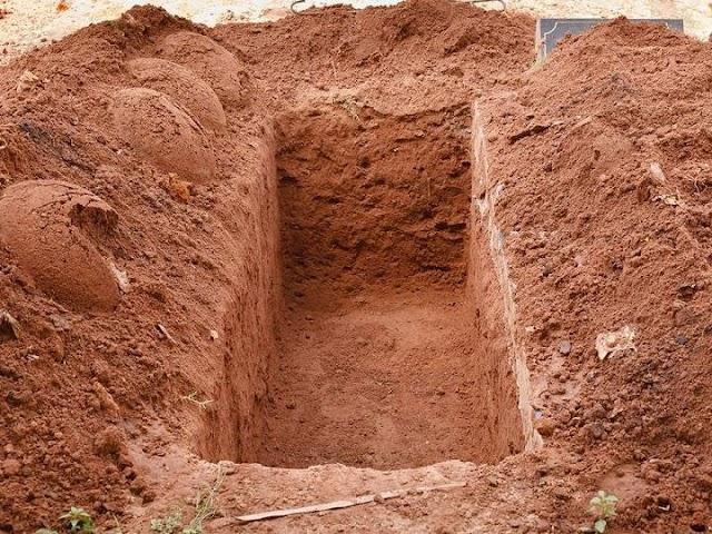 Hikmah Pipi Jenazah Terkena Tanah Saat Dimakamkan