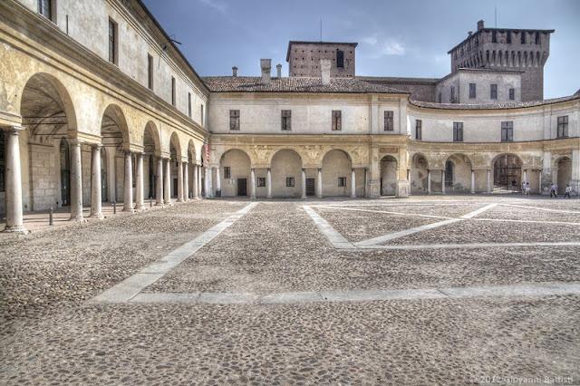 Fotografia in HDR di Piazza Castello a Mantova