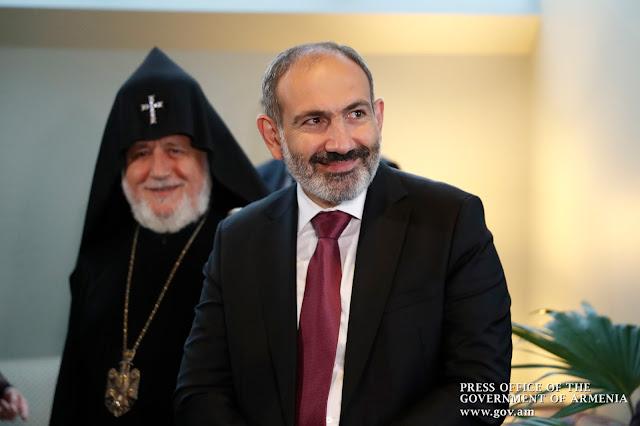 Pashinyan y el Catholicos asiste a exposición armenia en el Museo Metropolitano