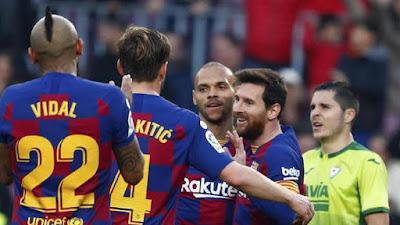 Striker Baru Barcelona Martin Braithwaite Girang Ketika Di Peluk Messi 2020