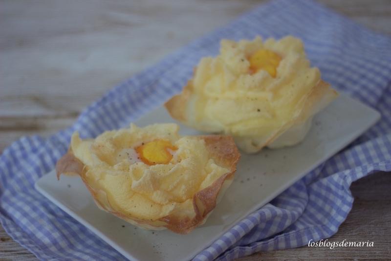 Cestas de pasta philo con huevos nubes y base de queso