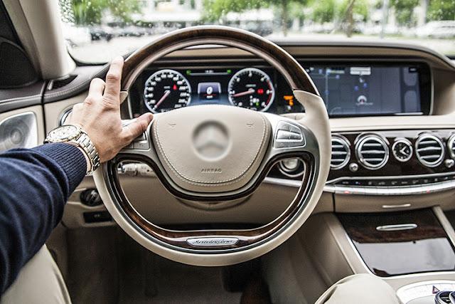 Vô-lăng, dây an toàn, núm chỉnh radio - âm lượng làm một trong những vị trí bẩn nhất trên xe