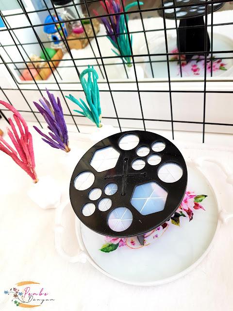 Oriflame makyaj fırçası standı