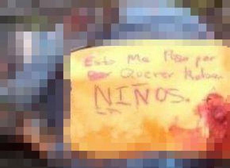 """""""Por querer robar niños"""", Sicarios dejan cuerpo maniatado y ejecutado en Guanajuato."""