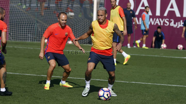 b086fb2ce18a8 Neymar completa el once ideal que utilizará las botas Nike Elite Pack