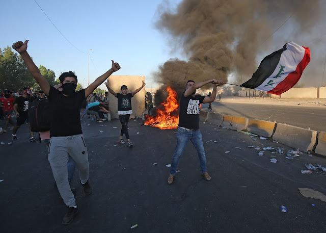 MUNDO: Al menos 104 personas han muerto y 6.107 han resultados heridas en cinco días de protestas que sacudieron Bagdad.