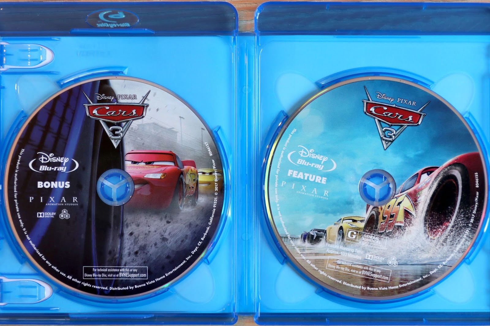 dan the pixar fan my in depth cars 3 blu ray review. Black Bedroom Furniture Sets. Home Design Ideas